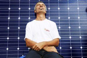 Wer eine PV-Anlage sein Eigen nennt, kann sich bei einer Strompreiserhöhung entspannt zurücklehnen. Bildquelle: www.woche-der-sonne.de