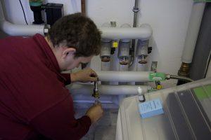Die Wasserqualität muss bei größeren Hauswasser- und Heizungsanlagen regelmäßig vom Fachmann untersucht werden.